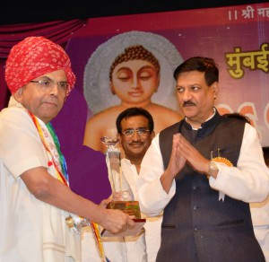 subhash_runwal_conferred_with_jain_ratna_award_by_prithviraj_chauhan